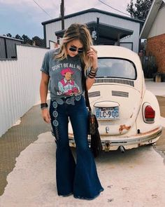 Keep on Truckin Denim Frayed Bell Bottom Jeans Medium/Dark Blue Denim - Nfr outfits for vegas - Flare Jeans Outfit, Flare Pants, Country Style Outfits, Southern Outfits, 70s Mode, Stylish Outfits, Cute Outfits, Stylish Eve, Jean Outfits