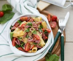Pasta casserole with veggies, cheese and turkey bacon (recipe in Dutch) Turkey Bacon Recipes, Penne Pasta, Pasta Noodles, Pasta Casserole, Potato Salad, Dinner Recipes, Food And Drink, Yummy Food, Vegetables