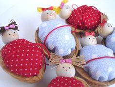 Walnut craft by SunnyDayArt, via Flickr Christmas Games, Christmas 2014, Xmas, Christmas Ornaments, Diy For Kids, Crafts For Kids, Arts And Crafts, Walnut Shell Crafts, Lightbulb