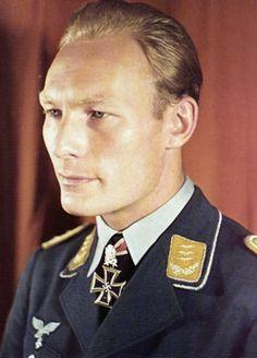 ✠ Werner Baumbach (27 December 1916 – 20 October 1953) Died in a plane crash. RK 08.05.1940 Leutnant Flugzeugführer i. d. 5./KG 30 14.07.1941 [20. EL] Oberleutnant Staffelkapitän 5./KG 30 16.08.1942 [16. Sw] Hauptmann Kdr I./KG 30
