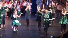 La Serbarea de Craciun, distractia a capatat dimensiuni internationale! Copiii Scolii Primare EuroEd au pornit, in pasi de dans si in acorduri muzicale, intr-o calatorie prin lume, sarbatorind momentul magic al Craciunului.