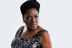 Morre a cantora Sharon Jones | Canal do Kleber
