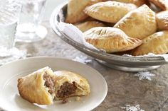 A simple PHILLY pastry transforms a classic tourtiere into a beautiful crowd-pleasing hors d'oeuvre. You'll find the results to be well worth the effort. Kraft Recipes, New Recipes, Cooking Recipes, Favorite Recipes, What's Cooking, Appetizers For Party, Appetizer Recipes, Supper Recipes, Snacks Recipes
