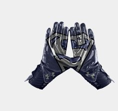 Men's Under Armour Alter Ego Superman Highlight Football Gloves These are the UA Highlight gloves. They use the same incredible CompFit® technology as our game-changing UA Highlight cleats, giving your wrist super-streamlined, locked-in support. Ua Football, Football Outfits, Football Uniforms, Football Cleats, Football Players, Sport Outfits, Football Stuff, Football Spirit, Soccer