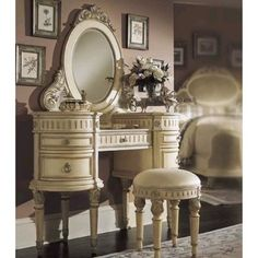 If you are confused in choosing bedroom vanity you can apply antique vanity in order to get a different atmosphere Dressing Table Vanity, Makeup Table Vanity, Dressing Table With Stool, Dressing Tables, Vanity Tables, Makeup Vanities, Mirror Vanity, Table Mirror, Dressing Area