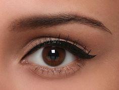 Nice cat eyeliner. #EssentialBeauty BeautyBay.com #HowToApplyEyeliner Natural Eyeliner, Simple Eyeliner, Perfect Eyeliner, How To Apply Eyeliner, Eyeliner For Hooded Eyes, Eyeliner Looks, No Eyeliner Makeup, Eyeliner Waterline, Winged Eyeliner