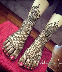 Best Henna Wedding Designs To Achieve Traditional Looks Wedding Henna Designs, Peacock Mehndi Designs, Mehndi Designs Feet, Latest Bridal Mehndi Designs, Legs Mehndi Design, Mehndi Designs 2018, Modern Mehndi Designs, Dulhan Mehndi Designs, Mehndi Design Pictures