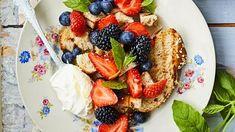 Superhelppo jälkkäri! Pullapanzanella tekee kuivahtaneesta pitkosta herkkua - Ajankohtaista - Ilta-Sanomat French Toast, Breakfast, Food, Morning Coffee, Eten, Meals, Morning Breakfast, Diet