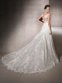 MIKONOS is a stunning A-line wedding dress in tulle with guipure, Chantilly and lace. Double sweetheart and bateau necklines