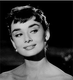 Sabrina Audrey Hepburn, Aubrey Hepburn, Audrey Hepburn Photos, Audrey Hepburn Style, Golden Age Of Hollywood, Classic Hollywood, Old Hollywood, Gifs, British Actresses