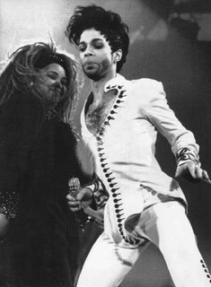 Prince performing with Rosie Gaines
