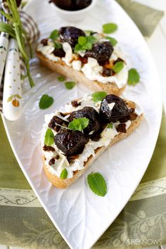 Crostini with drunken figs and ricotta