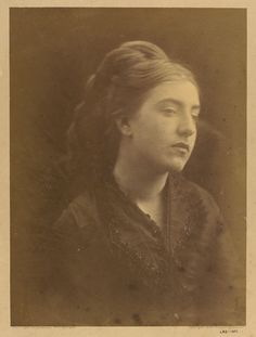 Unknown Woman by Julia Margaret Cameron, England, Victoria and Albert Museum Modern Photography, Portrait Photography, Old Pictures, Old Photos, Vintage Photos Women, Vintage Pictures, Marianne North, Julia Margaret Cameron, Pre Raphaelite