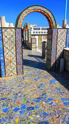 Outdoor mosaic walls, floor and arch Stone Mosaic, Mosaic Glass, Stained Glass, Glass Art, Sea Glass, Mosaic Crafts, Mosaic Projects, Mosaic Wall, Mosaic Tiles