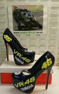 Valentino Rossi I love this heels Hummer, Gp Moto, Guy Martin, Valentino Rossi 46, Vr46, Biker Chic, Grid Girls, Hot Shoes, Yamaha