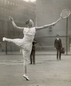 New York, New York- Suzanne Lenglen the famous tennis star, who recently turned pro is shown on the courts of the Van Kelton Stadium, practicing for her debut. Get premium, high resolution news photos at Getty Images Tennis Photos, Sports Photos, Jouer Au Tennis, Tennis Shop, Tennis Photography, Vintage Tennis, Vintage Sport, The Sporting Life, Wimbledon Tennis