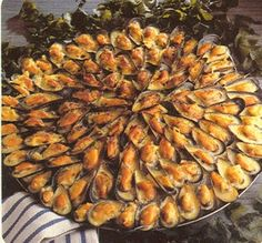 Mouclade Greek Recipes, Fish Recipes, Seafood Recipes, Crockpot Recipes, Cooking Recipes, French Food, Healthy Dinner Recipes, Entrees, Food Porn
