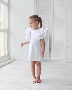 Платье для самых важных событий должно быть именно таким...простым и лаконичным и обязательно с изюминкой ...😉❤️💔 • Состав: 100% поплин. • Размеры : 92,98,104,110,116,122. • Цена: 5000. • Цвет: белый. • Все вопросы и оформление заказа в W/A 📲: +79126365902 😉. • Доставка по всему 🌏 #miko_D0010#miko_kids #conceptkidswear #forkids #white #loveintheair #❤️