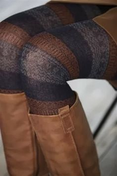 The Fashionista Coach: Q & A Fashionable Thursday: Fall Skirts & Tights Looks Street Style, Looks Style, Looks Cool, Style Work, Mode Style, Style Me, Wrap Style, Fall Winter Outfits, Autumn Winter Fashion