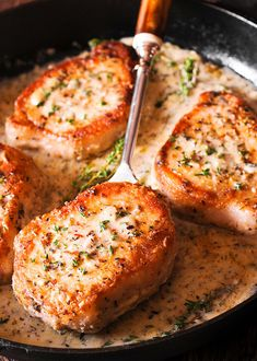 Make These Pork Chops in Creamy Garlic Sauce for Dinner - Boneless Pork Chops in creamy white wine sauce are cooked in the juice of a fresh lemon, garlic and thyme. Juicy & packed with flavor, they are ready in 30 minutes! Creamy White Wine Sauce, Creamy Garlic Sauce, White Sauce, Creamy Lemon Pork Chops, Meat Recipes, Cooking Recipes, Recipies, Quick Pork Chop Recipes, Pork Recipes For Dinner