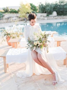A minimalist yet modern bridal editorial inspired by the colors of Italy. With splashes of blue and gold, this outdoor bridal editorial is great inspiration for your blush wedding. #blushweddinginspiration #bridalinspiration #bridaleditorial #minimalistbride
