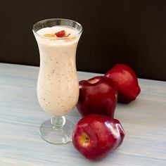 I love the beautiful red specks from the apple skin that are in this smoothie. This smoothie is delicious because it has the taste of fresh apple pie. Apple Pie Smoothie, Smoothie Drinks, Healthy Smoothies, Healthy Drinks, Healthy Snacks, Healthy Eating, Tea Drinks, Beverages, Fruit Smoothies