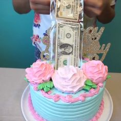 Surprise cake with Airline! Credit: Madelin's Cakes Surprise cake with Airline! Cake Decorating Videos, Cake Decorating Techniques, Cake Cookies, Cupcake Cakes, Cake Boss Cakes, Keks Dessert, Money Cake, Surprise Cake, Baking With Kids