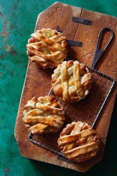 Le nostre crostatine, appena sfornate.   La natura, a colazione: www.ecomarket.eu/crostatina-all-albicocca.html