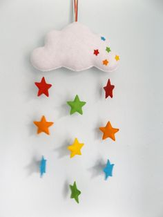 Felt crafts Mobile - Handmade felt baby mobile, cloud and rainbow stars, nursery decor, baby gift Handgemachtes Baby, Felt Baby, Baby Crafts, Felt Crafts, Diy And Crafts, Rainbow Decorations, Felt Decorations, Felt Mobile, Mobile Craft