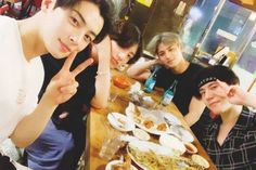 BTS's Jungkook met up with line' friends Cha Eun Woo, Mingyu, and Yugyeom once again.On July Jungkook shared the b… Youngjae, Got7 Yugyeom, Jung Kook, Bts Jungkook, Jinyoung, Foto Bts, Suho, Theme Bts, V Smile
