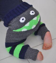 Voici un tuto vraiment adorable ! Découvrez comment tricoter un pantalon pour enfants avec un gentil monstre en guise de décoration sur le derrière ! N'est-ce pas adorable ? Cliquez sur le lien pour découvrir le tuto en français !