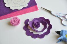 Делаем цветы из фетра для декоративной цифры