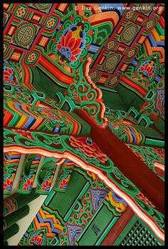 Roof Decorations at the Entrance to Huijeondang Hall at Changdeokgung Palace in Seoul, South Korea (need to see this! Roof Decoration, Korean Design, Korean Art, Korean Traditional, Seoul Korea, World Of Color, What A Wonderful World, Architecture Details, Places
