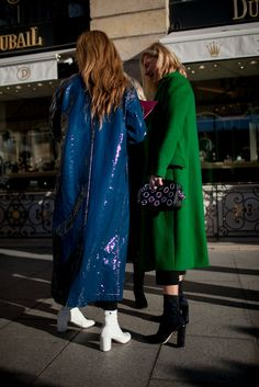 Every fashion week, the fashion lovers must always wait for street style photos of the fashionista who attended the series of fashion shows. From phot. Estilo Fashion, Look Fashion, Fashion News, Womens Fashion, Fashion Trends, Street Chic, Street Wear, Estilo Street, Langer Mantel