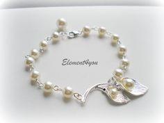 Pearl bracelet, Calla lily flower, Swarovski pearls, Bridesmaid bracelet, Wedding jewelry, Maid of honor gift, Ivory blue pink purple