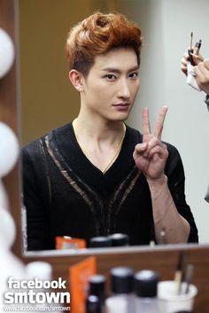 Zhou Mi, love this photo of him ♥
