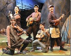 """Emily Casey, Christine Bunuan, Sophie Grimm, Richard Juarez and Shawn Pfautsch star in Chicago Children's Theatre's world premiere of Leo Lionni's  """"Frederick,"""" adapted by Suzanne Miller, directed by Stuart Carden. (photo credit: Charles Osgood)"""