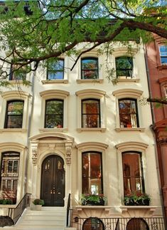 How cool would it be to live in one of these in NYC?!  Bucket list - live in a brownstone for at least a season