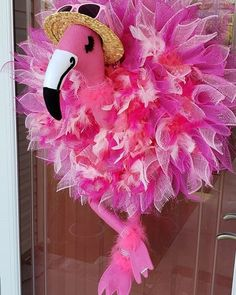 I can't get enough of the Flamingo designs, I love everything about this wreath! Made by Donna Walters using the Flower Frame and a custom wreath accent kit by Dereka's Designs. Flamingo Craft, Flamingo Decor, Pink Flamingos, Deco Mesh Crafts, Deco Mesh Wreaths, Mesh Wreath Tutorial, Diy Wreath, Flamingo Birthday, Luau Birthday