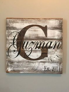 Personalized last name pallet sign. Rustic sign white washed to perfection. All signs are made from reclaimed wood to create a rustic elegance. This will be a statement piece for your home. Would make(Diy Pallet Signs) Diy Pallet Gift Ideas, Pallet Crafts, Pallet Art, Diy Pallet Projects, Wood Crafts, Wood Projects, Diy Crafts, Diy Wood Signs, Rustic Signs