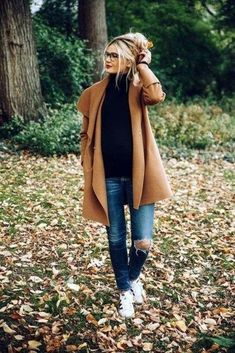 Barefoot Blonde maternity outfit camel coat skinny jeans and black turtleneck Comfy Fall Outfits, Fall Winter Outfits, Autumn Winter Fashion, Cute Outfits, Girl Outfits, Trendy Outfits, Fashion Outfits, Barefoot Blonde, How To Wear Scarves