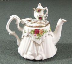 Royal Albert Old Country Roses Mini Teapot England Tea Pot Decorative