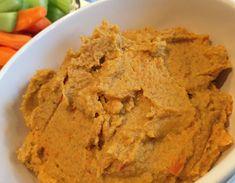 Hummus er bare den bedste dip, der findes! Denne opskrift på gulerodshummus er mere sød og cremet end den klassiske opskrift og smagt til med lidt chili. Hummus, Broccoli Pesto, Smoothie, Dips, Snacks, Cooking, Ethnic Recipes, Chili, Blog