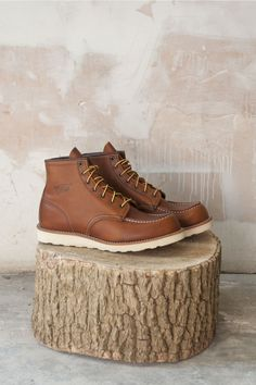 menswear-style: The once small time shoe company. Bottes Red Wing, Red Wing Boots, Casual Fashion Trends, Mens Fashion Blog, Uk Fashion, Fashion Shoes, Fashion Tips, Red Wing Moc Toe, Men Style Tips