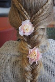 Fish Tail Braid Wedding Hairstyle with Flowers ♥ Lovely Wedding Hairstyles for Long Hair | Ciceklerle Suslu Misir Orgulu Gelin Saci