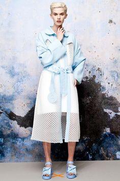 Xiao Li: Скульптурная одежда из трикотажа  и силикона. Изображение №3.