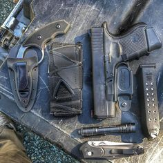@mostlyguns #edc #everydaycarry #colonelblades #bladerigs #softTW #glock26 #rcs #streamlight #benchmade940 Edc Tactical, Everyday Carry Gear, Kydex Sheath, Kydex Holster, Best Pocket Knife, Cigars And Whiskey, Edc Gear, Wolf, Worlds Of Fun