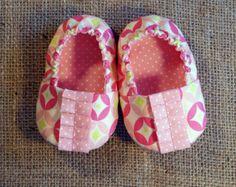 Daisy Baby Shoes  PDF Pattern  Newborn to 18 by littleshoespattern