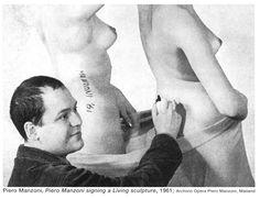 Piero Manzoni || Piero Manzoni signing a Live sculpture || 1961 || Archivio Opera Piero Manzoni, Mailand