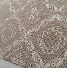 Bargello, Filet Crochet, Diy And Crafts, Rugs, Decor, Craft, Hardanger Embroidery, Towels, Dots
